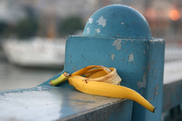 """Co roku """"produkowanych"""" jest 2 tysiące ton skórek bananowych"""