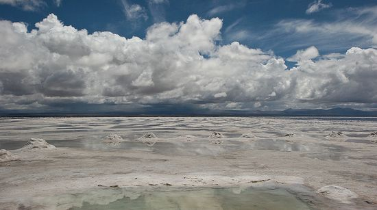 Lit pozyskiwany jest między innymi w Salar De Uyuni, Boliwia.
