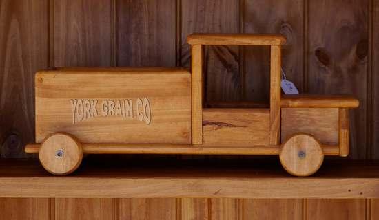 drewniane auto