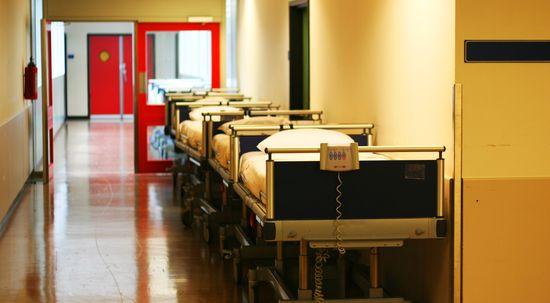 Antybakteryjne powłoki znajdują zastosowanie w pomieszczeniach sterylnych np. w salach operacyjnych, szpitalnych czy w laboratoriach oraz w obiektach o zwiększonych wymaganiach higienicznych np.w halach produkcyjnych. Stanowią najlepszą barierę przeciw rozprzestrzenianiu się mikroorganizmów.